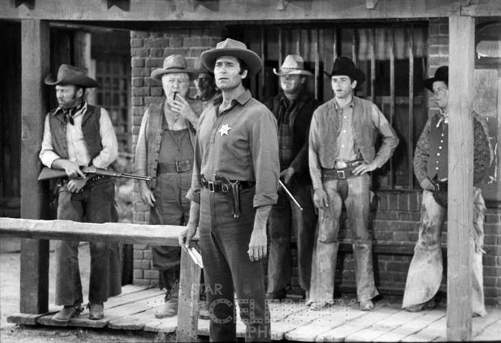 Clint Walker and Cast in Yuma